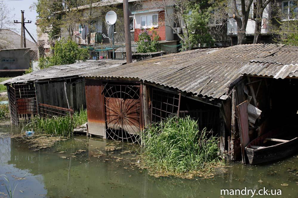 гараж для човнів