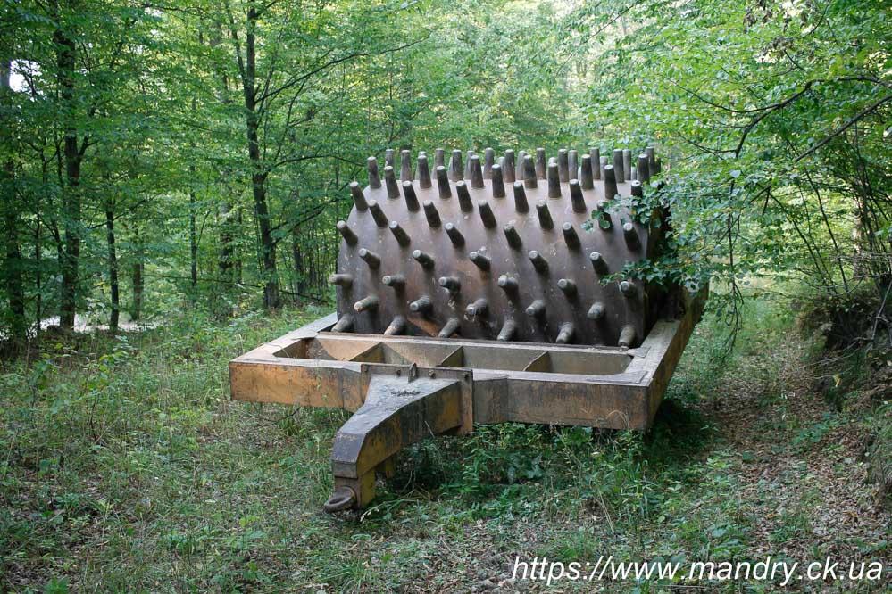 штука для прокладання доріг в лісі