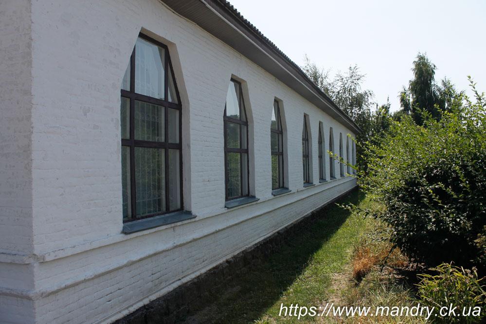 школа в селі Садки