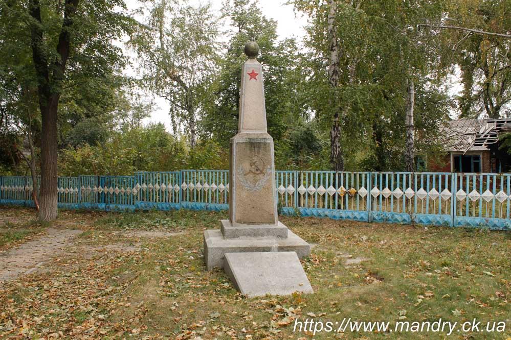 Пам'ятник комуністам порубаним в 1917 - 1920 роках