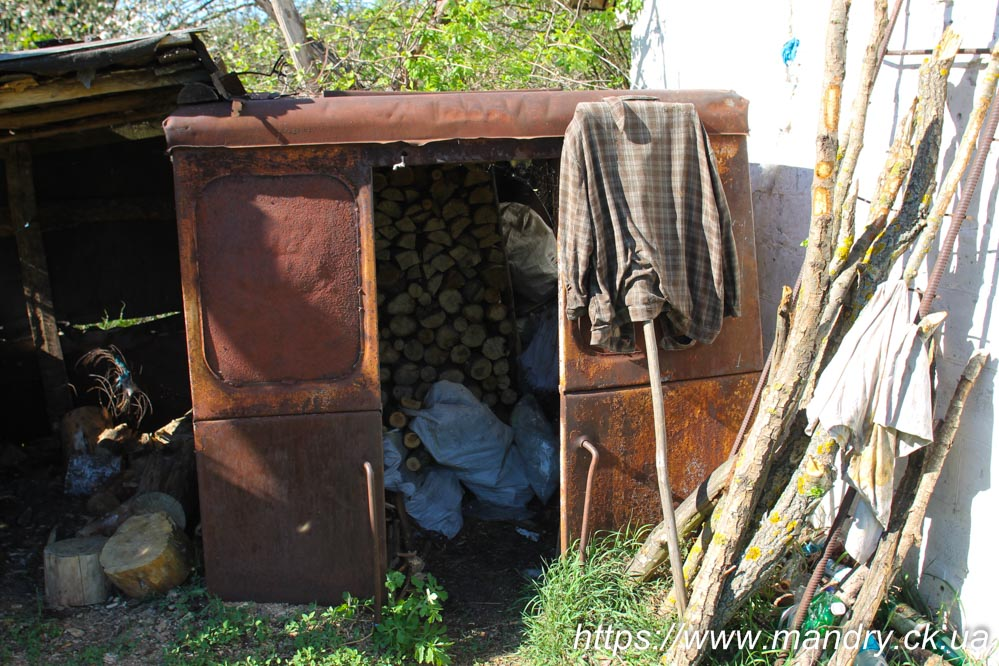 Монастирська гребля будка з тепловозу