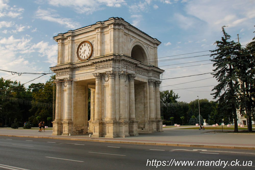 Тріумфальна арка Кишинів