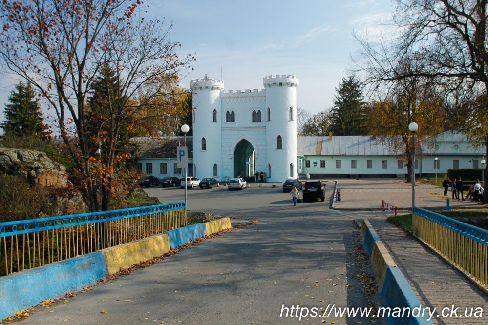вхід до палацу Лопухіних