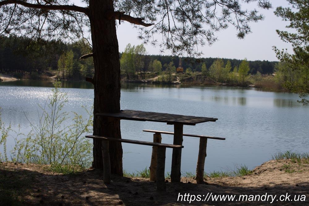 лавка біля Блакитних озер