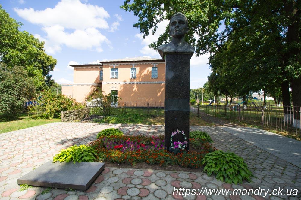 Чорнухи - пам'ятник Сковороді