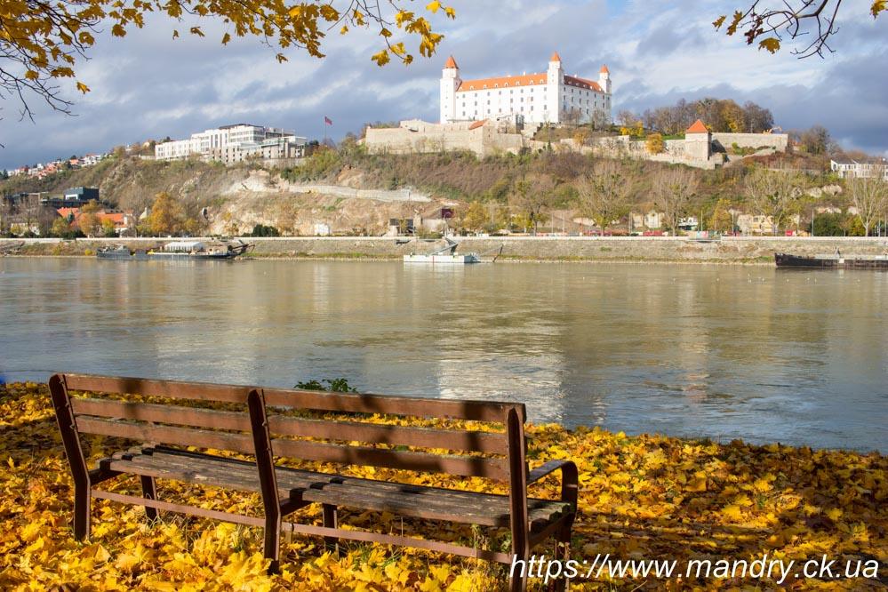вид на замок в Братиславі