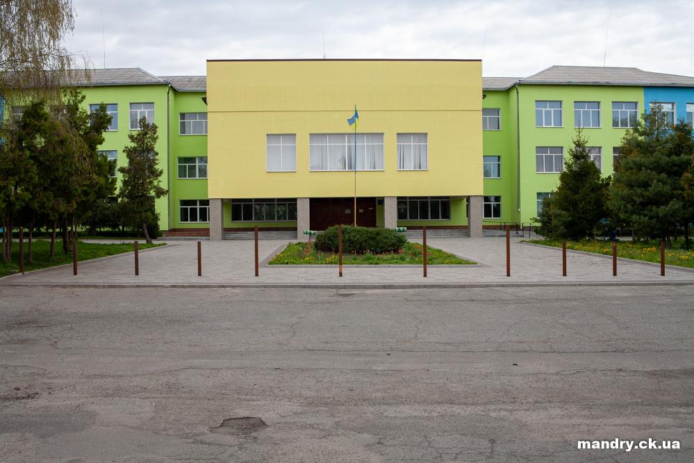 школа Стеблів