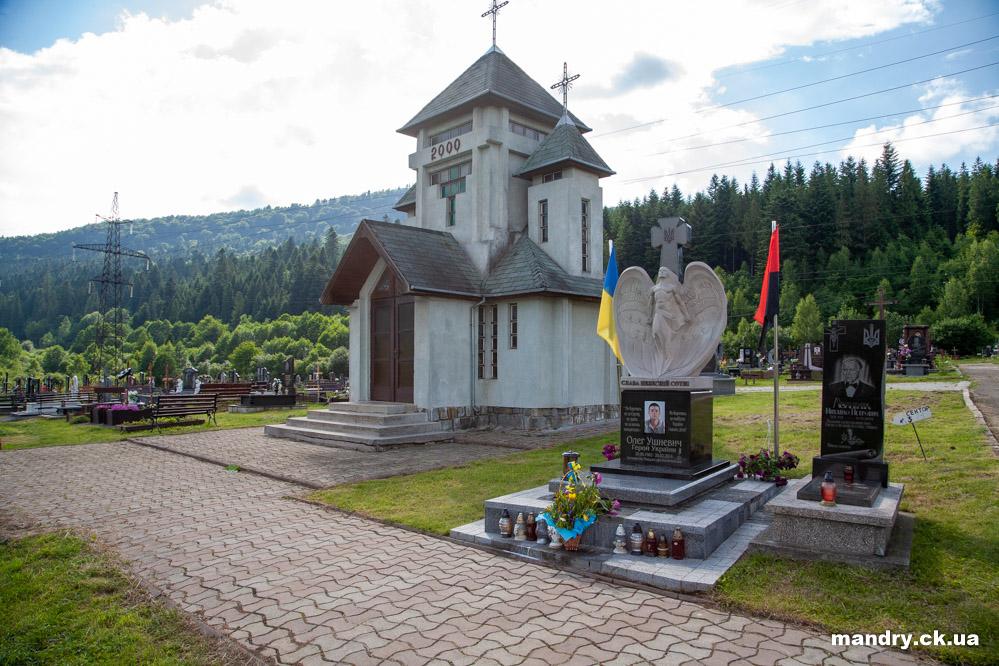 капличка на цвинтарі